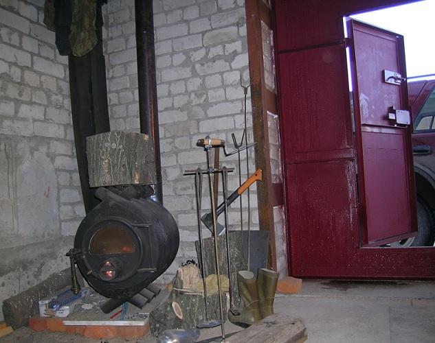Печь длительного горения в гараже